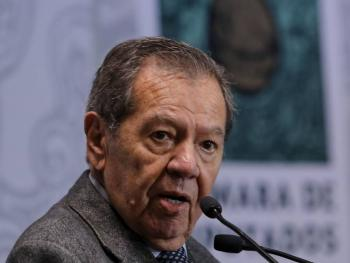 Muñoz Ledo pide no construir más refinerías
