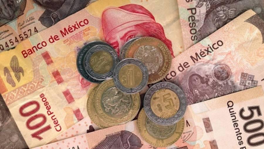 Peso mexicano recupera terreno tras plan de estímulo en EEUU