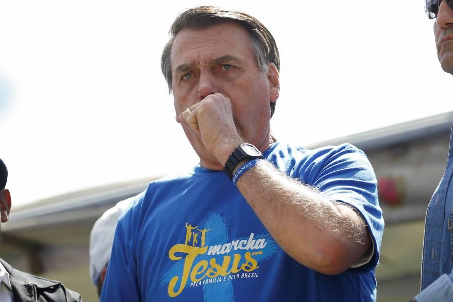 Bolsonaro exime a iglesias de aislamientos por el Covid-19