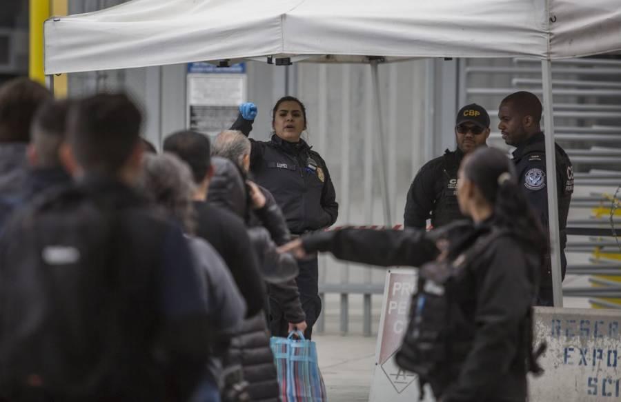 Mexicanos cierran frontera, no dejan pasar a estadounidenses; piden a AMLO control por Covid-19