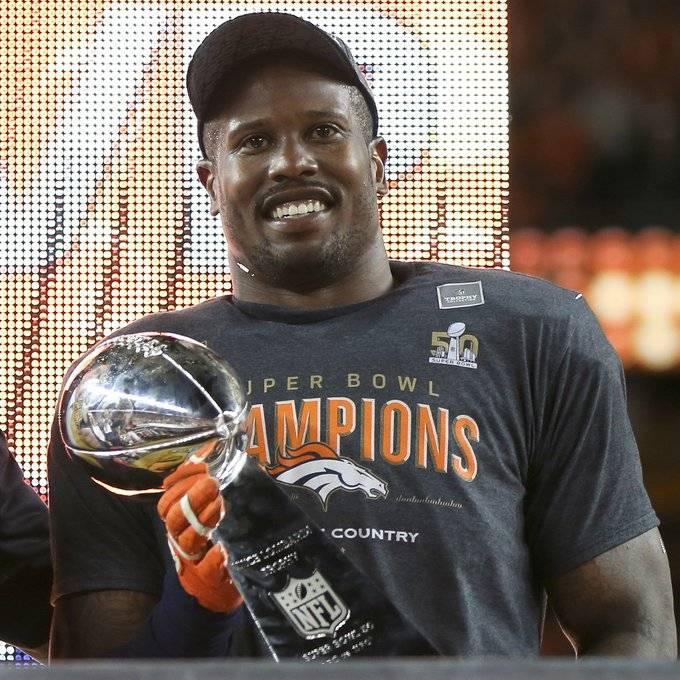 Von Miller de los Broncos de Denver cumple 31 años