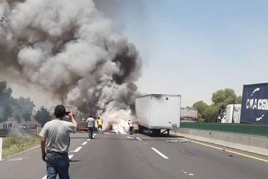 Accidente en Circuito Exterior Mexiquense deja un muerto y dos lesionados