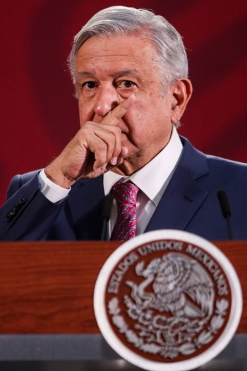 ...Y AMLO pide a paisanos en EU posponer sus viajes a México