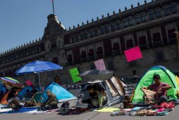 Artesanos protestan en zócalo capitalino con plantón ante falta de apoyos