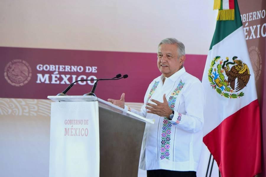 """AMLO: """"Gobierno prestará 25,000 pesos a """"changarros"""", a 3 años de plazo y con 3 meses de gracia"""""""