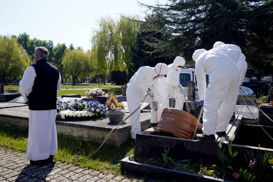 España supera récord de muertes por Covid-19: 832 decesos en un día