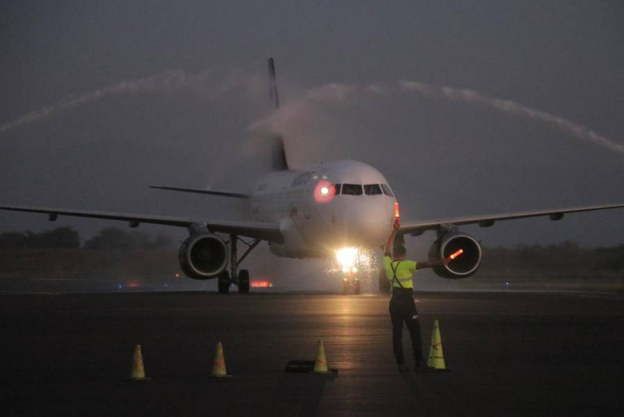 Cancelan vuelos internacionales en Colima por Covid-19
