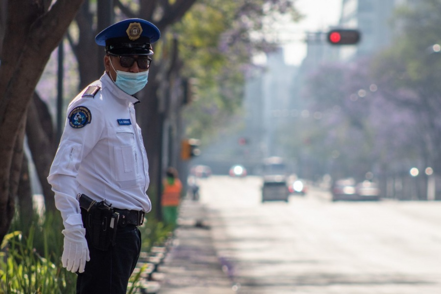 Observan a 3 policías con posible Covid-19
