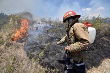 Continúa combate a incendio en sierra de Guadalupe; controlado en CDMX