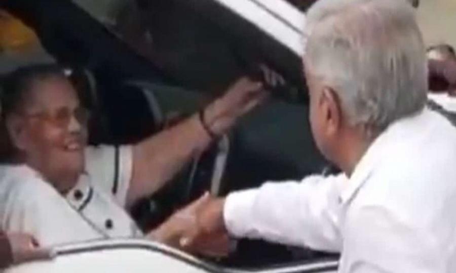 Presidente saluda a madre de Joaquín El Chapo Guzmán