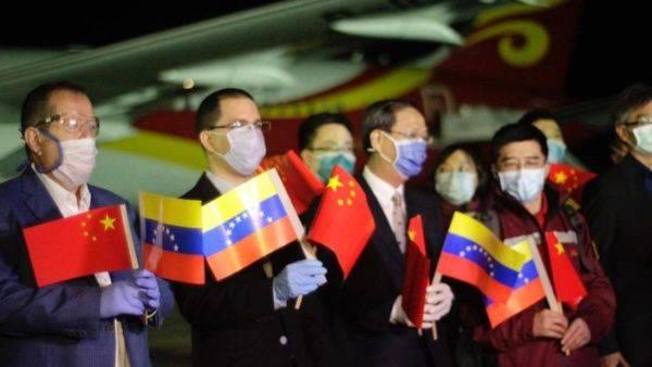 Llegan médicos chinos a Venezuela para combatir COVID-19
