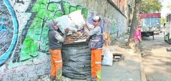 Laboran sin protección los trabajadoresde limpia