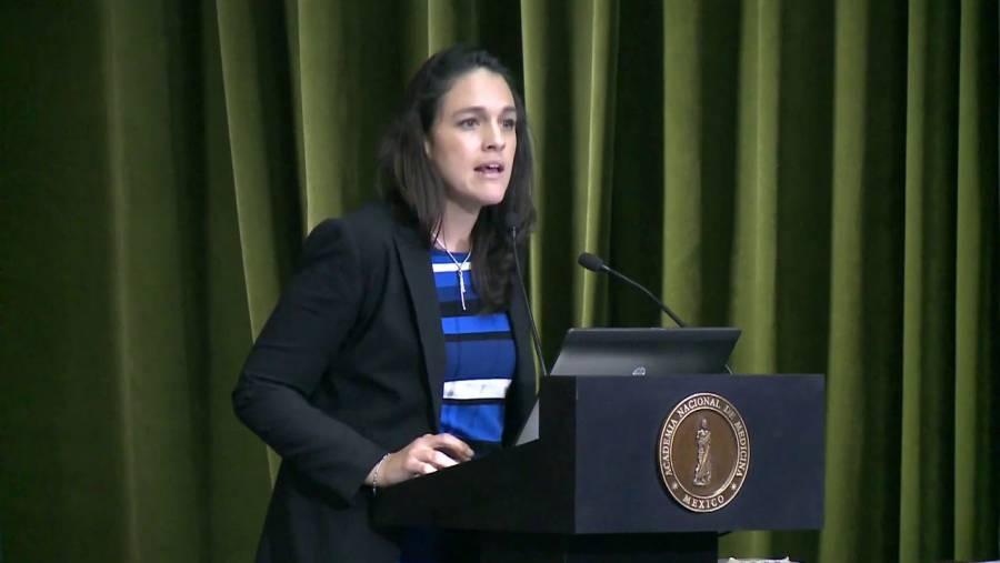 Impresiona el CV de la esposa del subsecretario López-Gatell