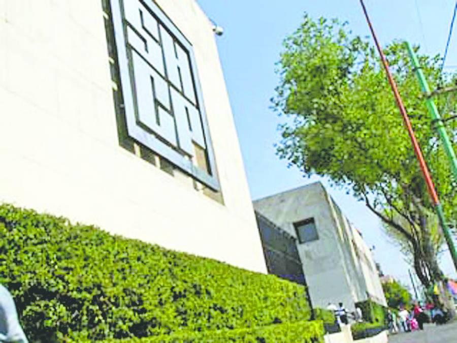 Bloquea UIF cuentas bancarias a 18