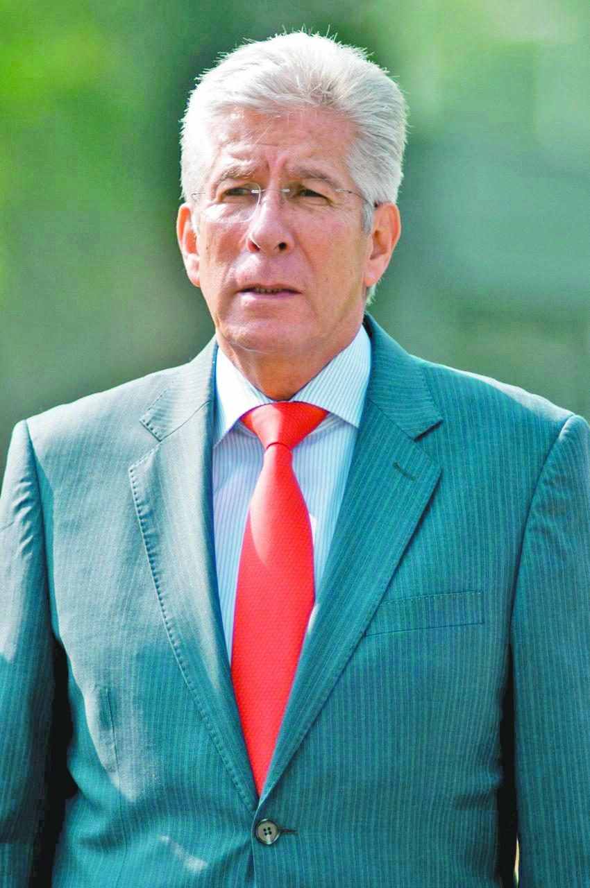 Fallece Ruiz Esparza trasun infarto cerebral