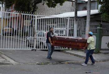 Ecuador reporta 450 nuevos casos de Covid-19; gobierno habilita morgues temporales