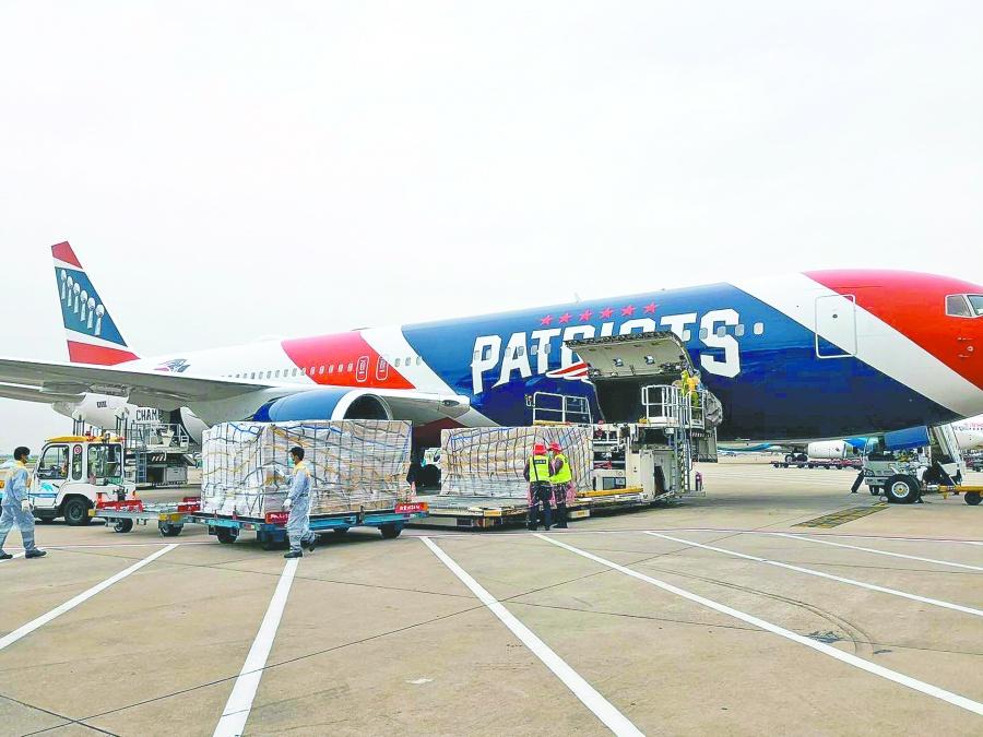 """Avión de los """"Pats"""" viaja a China por un millón de cubrebocas"""