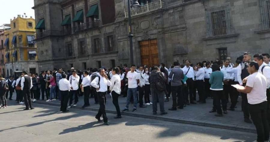 Meseros protestan en frente Palacio Nacional a causa de Covid-19