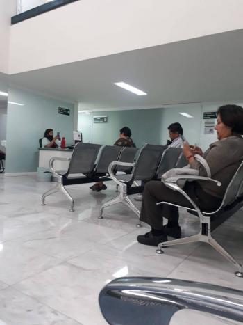 Usar gel e ir solo, los requisitos para entrar a clínica del IMSS