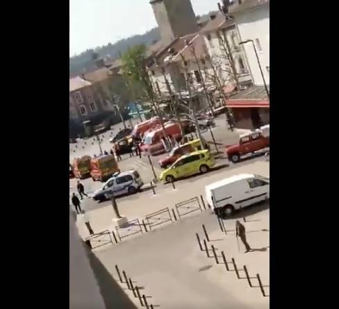 Hombre ataca con cuchillo dejando dos muertos en Francia