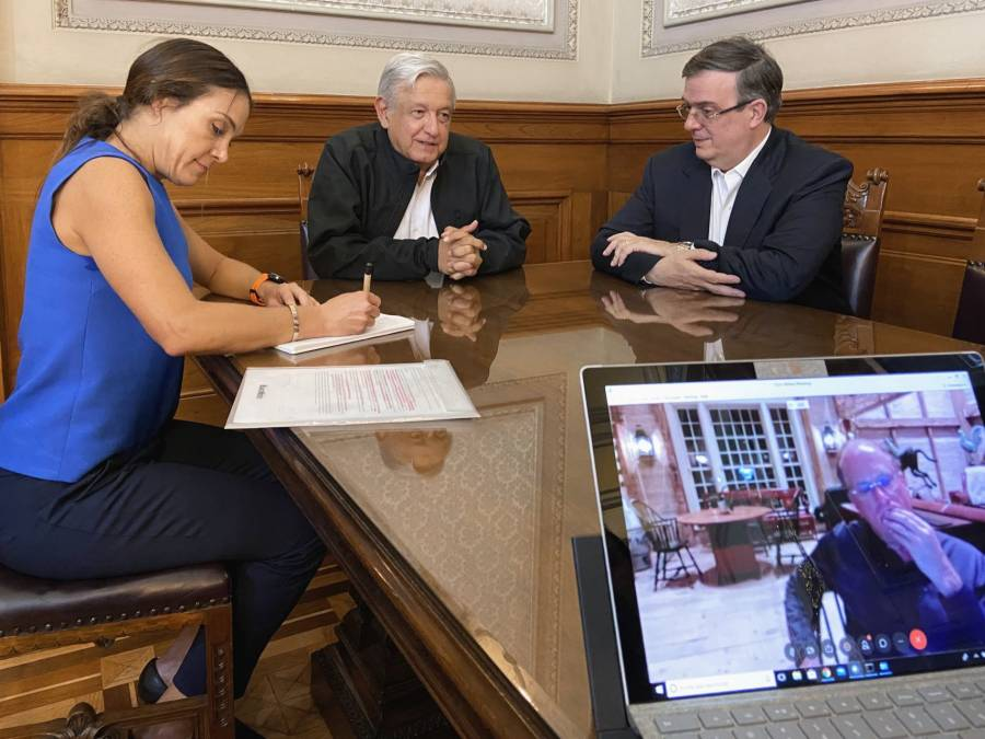 Sostiene López Obrador videollamada con Larry Fink sobre el coronavirus