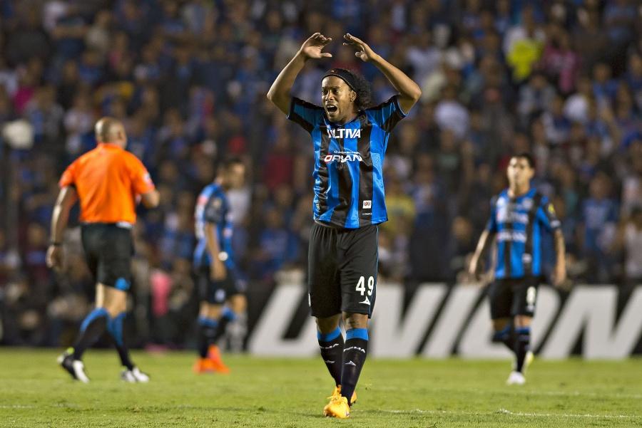 Sin luz en el túnel Ronaldinho cumple un mes en prisión