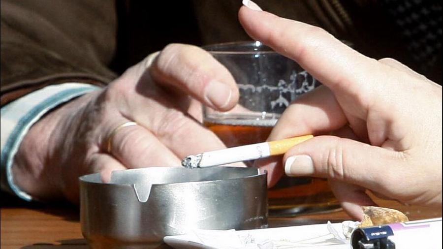 Covid-19 vs alcohol y cigarros, la batalla final