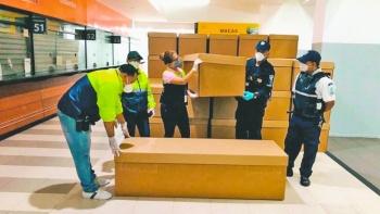 Donan féretros de cartón en Ecuador  para enterrar a muertos abandonados