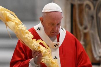 Sin fieles, Papa Francisco celebra misa en el Domingo de Ramos