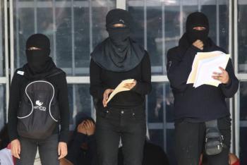 """CCH Azcapotzalco: """"Mujeres Organizadas"""" denuncian agresión de directivos y personal de seguridad"""
