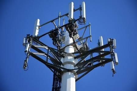 En Reino Unido, queman antenas 5G, pues creen transmite Covid-19