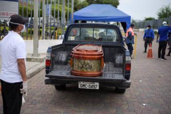 Prometen en Guayaquil inhumación gratuita para víctimas de Covid-19