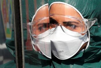 Personal de salud debe tener prioridad en el uso de cubrebocas: OMS