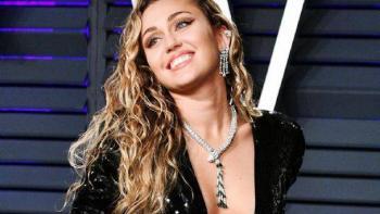 Miley Cyrus y Cody Simpson tuvieron noble detalle con  personal médico