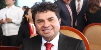 Él es Juan Vera Carrizal, político del PRI agresor de la saxofonista María Elena Ríos