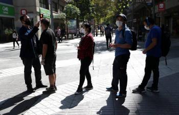 Chile ordena uso obligatorio de cubrebocas en el transporte público