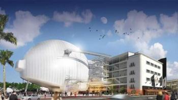Almodóvar diseña pieza especial para museo de Hollywood