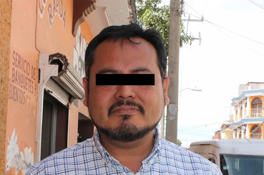Funcionario fue destituido en Oaxaca, tras escupir a personal de Salud