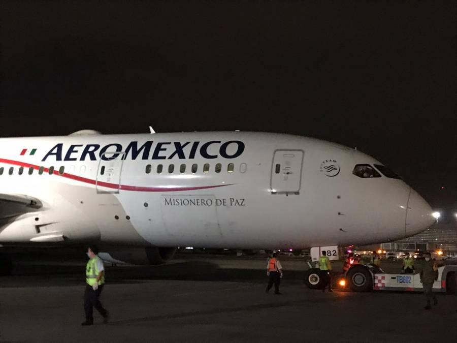 Llega a México avión con insumos que Sector Salud adquirió en China