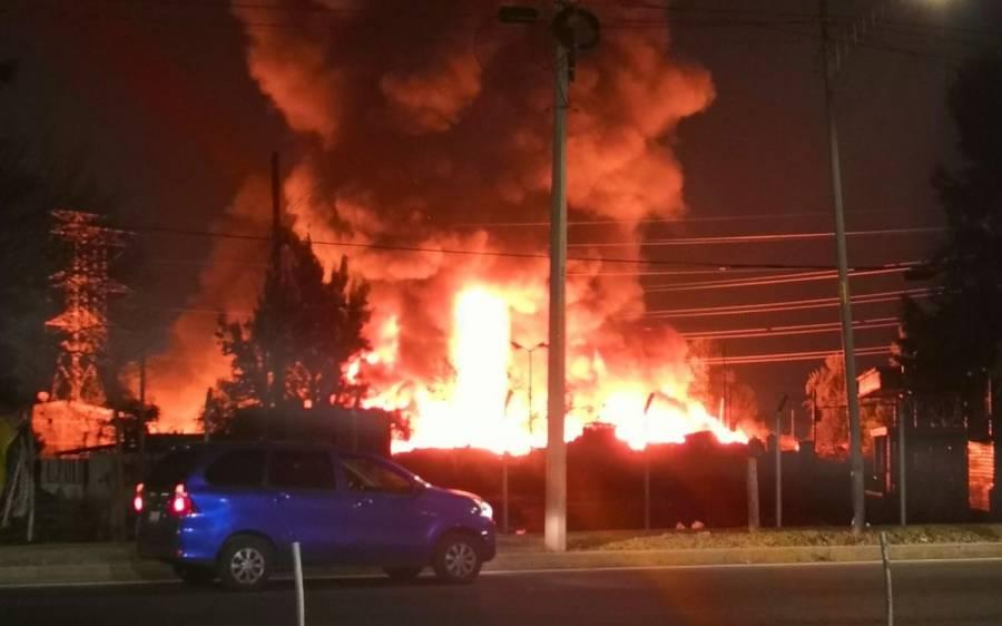 Fuerte Incendio en colonia Central de Abasto deja ocho lesionados [Video]