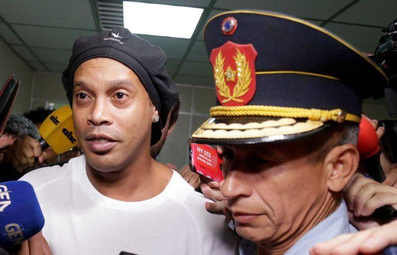 Podría eliminarse a Ronaldinho de FIFA 20 por sus problemas con la ley