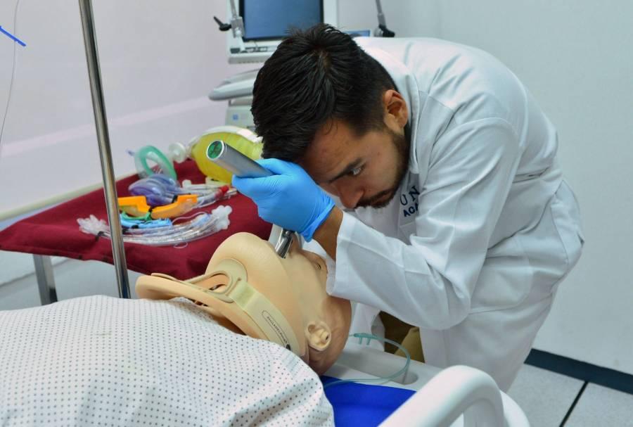 Se inscriben más de 19 mil médicos y enfermeras para enfrentar el Covid-19