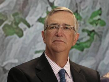 Insiste Salinas Pliego en reprobar la cuarentena como medida contra Covid-19