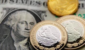 Peso inicia con ganancia de 63 centavos por retroceso del dólar
