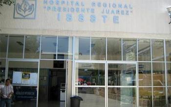 Funcionario de Salud en Oaxaca, positivo a COVID-19, escupe a empleados