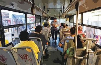 Personas en medios de transporte también dispersan virus y patógenos: UNAM