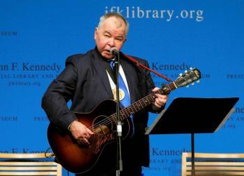 Muere el músico John Prine a causa de coronavirus