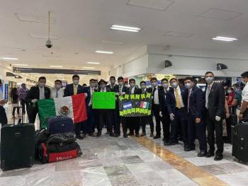 Llegan a México 76 connacionales procedentes de El Salvador