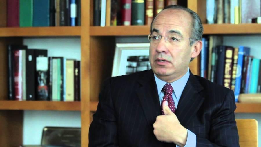 Pone en entredicho Felipe Calderón cifra de personas con COVID-19