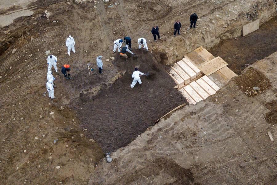 """Nueva York contrata """"enterradores"""" para víctimas del Covid-19"""